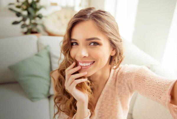 woman_smiling_taking_selfy_2
